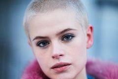 Kurzhaarfrisuren: Raspelkurz und blond