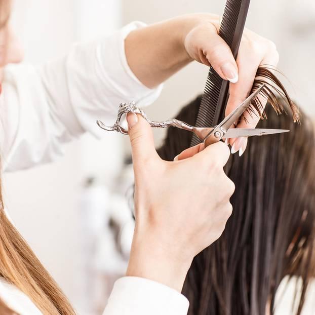 Friseur-Fehler: Frau beim Friseur