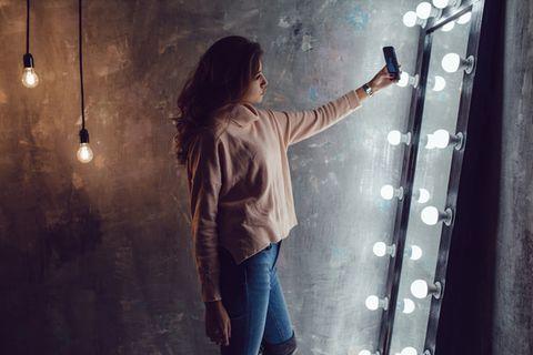Narzissmus: Frau macht Selfie