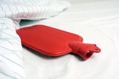 Wärmflasche bei Schwangerschaft: Wärmflasche im Bett