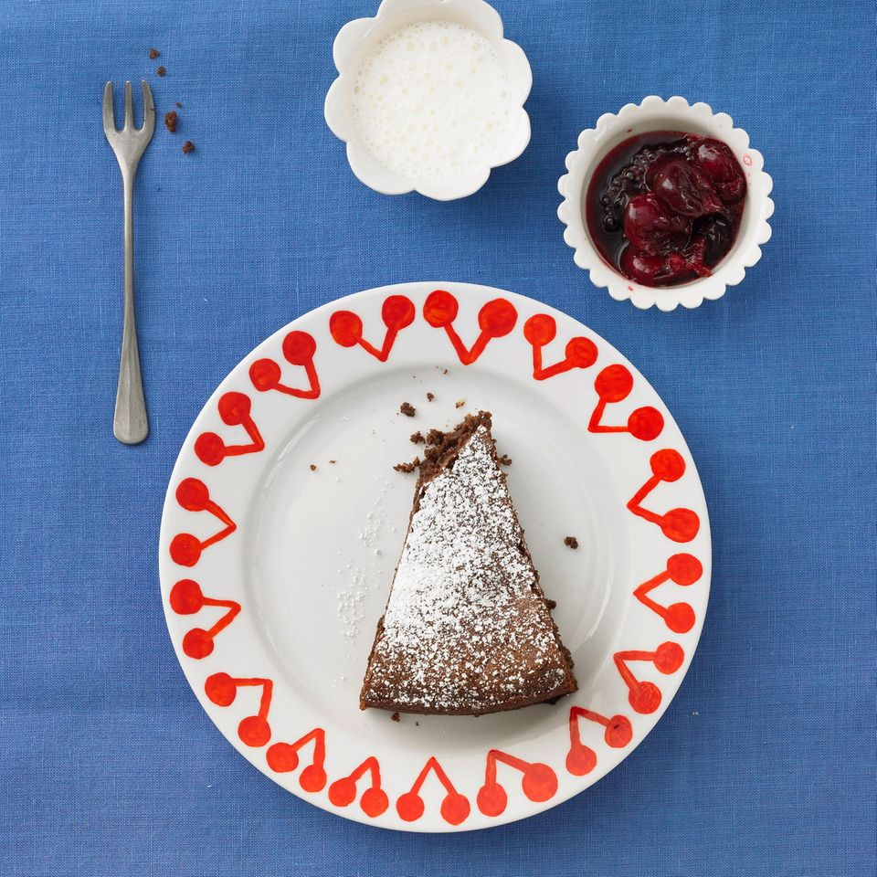 Schoko-Bohnen-Kuchen mit Kirschkompott