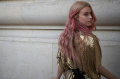 Trendfrisuren 2019: Blonde Haare mit Ombré in pastellrosa