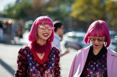 Trendfrisuren 2019: Neonpinke Haare