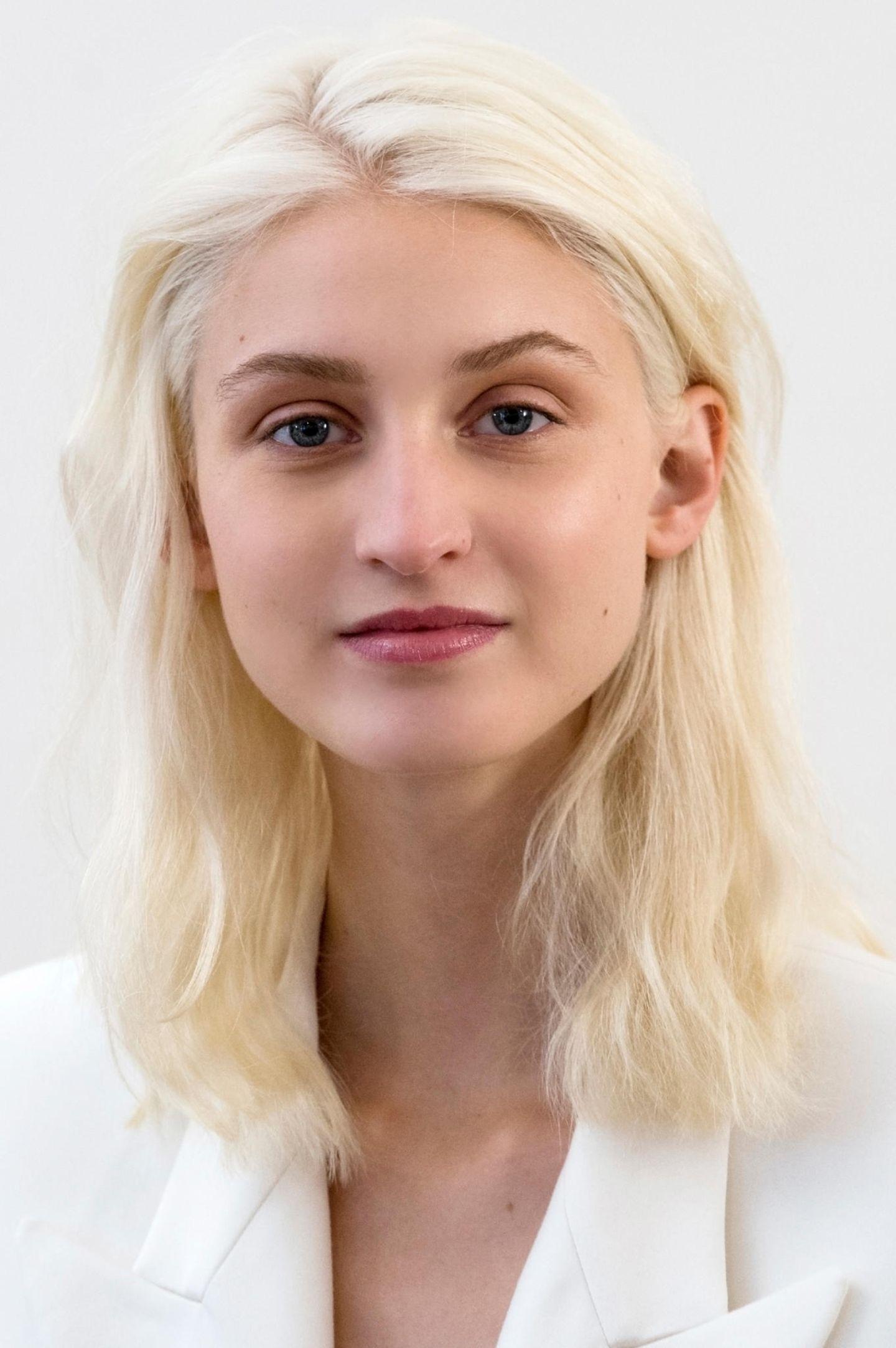 Trendfrisuren 2019: Weißblonde Haare