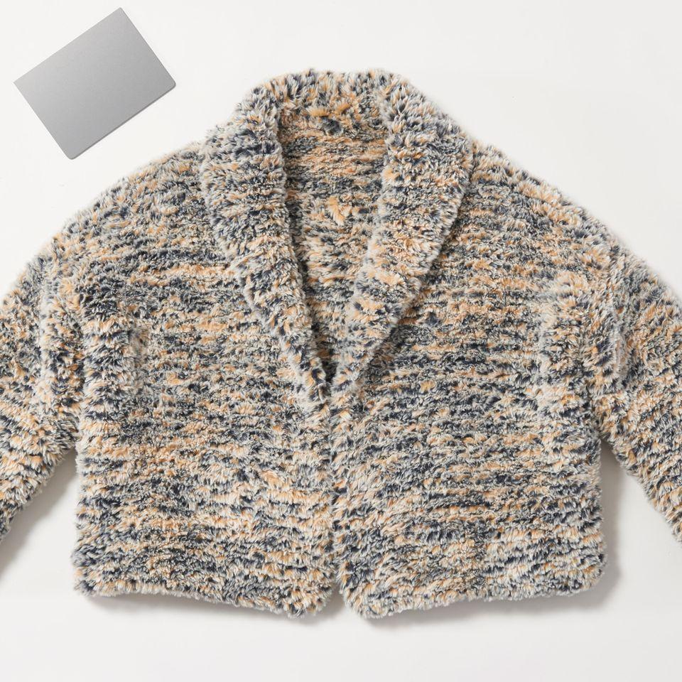 Fake-Fur-Jacke in Dunkelblau und Hellgelb