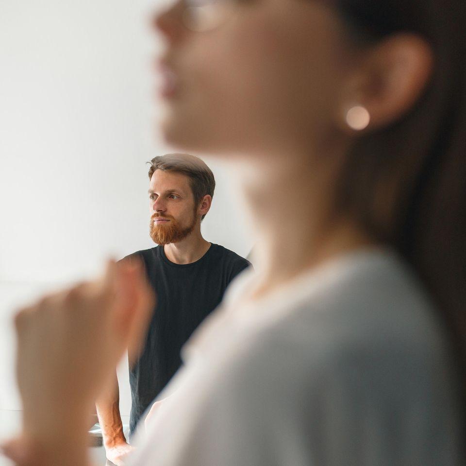 Schlecht über Ex reden: Frau und Mann