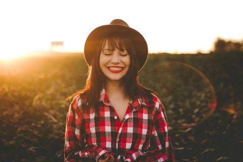 Frauen, die sich selbst lieben: Frau mit Hut