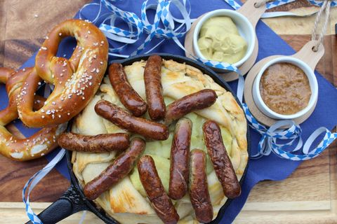 Bayerischer Bratwurst-Pie mit Sauerkraut