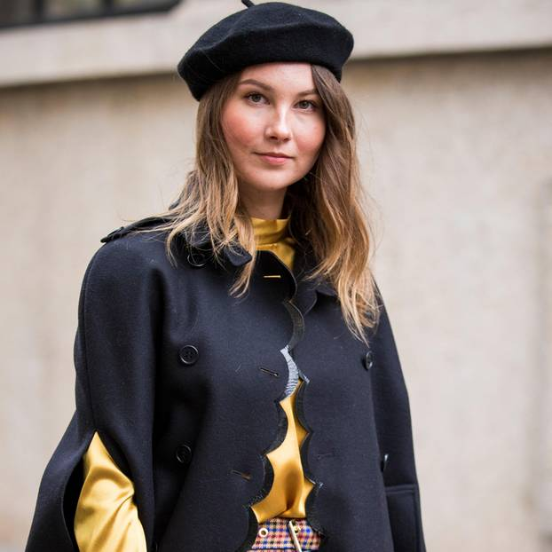 Cape: Frai bei der Fashion Week in Paris
