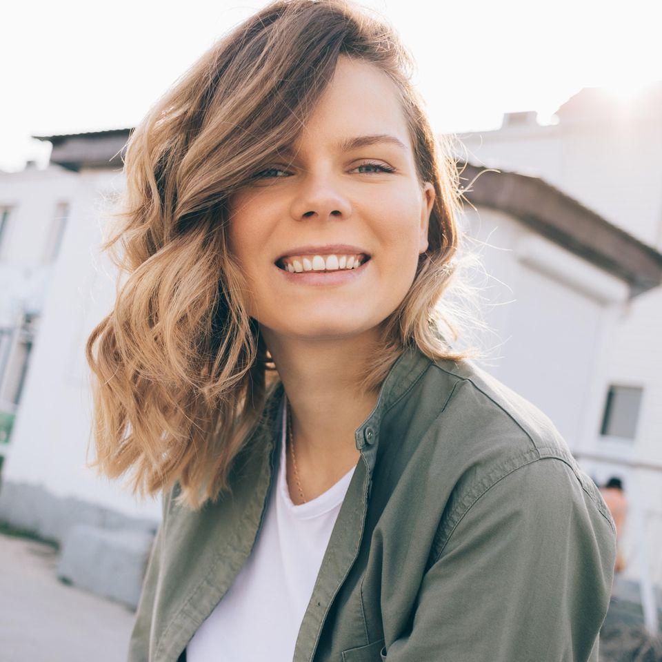 Blauburn: Frau mit blonden Haaren