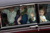 Prinzessin Eugenie heiratet: Prinzessin Charlotte winkt