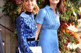 Harrys Ex-Freundin Cressida Bonas (links) besuchte die Hochzeit in einem gemusterten blauen Kleid und großem Haarreif