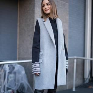 Longwesten stylen: Olivia Palermo mit grauer Longweste