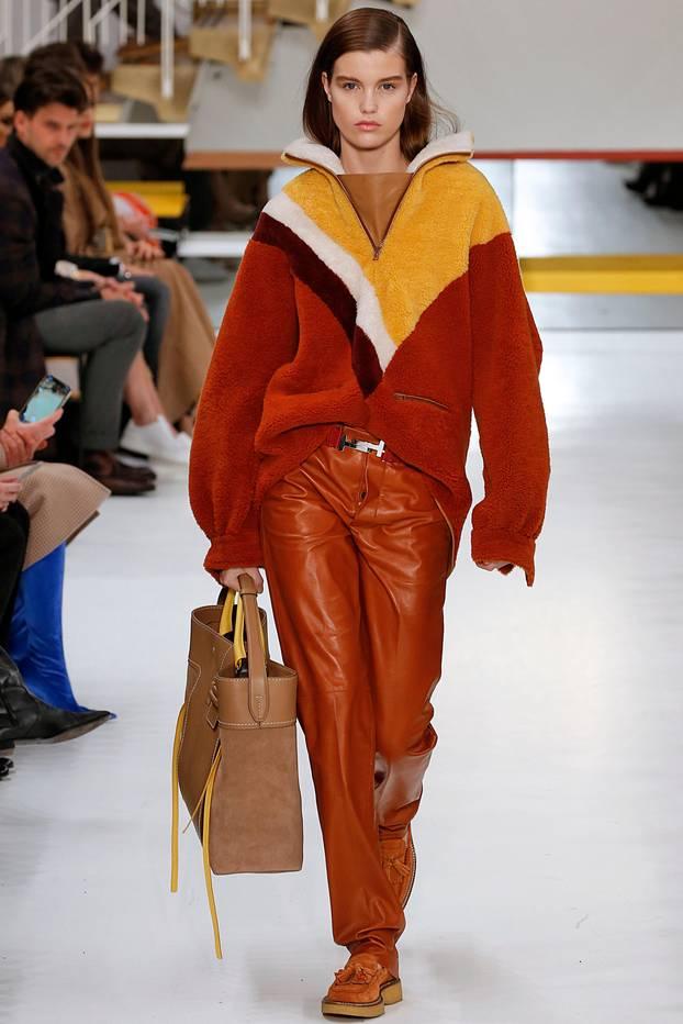 Fleece gibts auch schon auf den Laufstegen. Hier ein Pullover von Tod´s der Herbst/Winter Kollektion 2018.