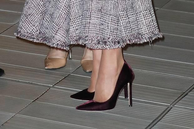 Herzogin Catherine: Kate mit roten Pumps aus Samt