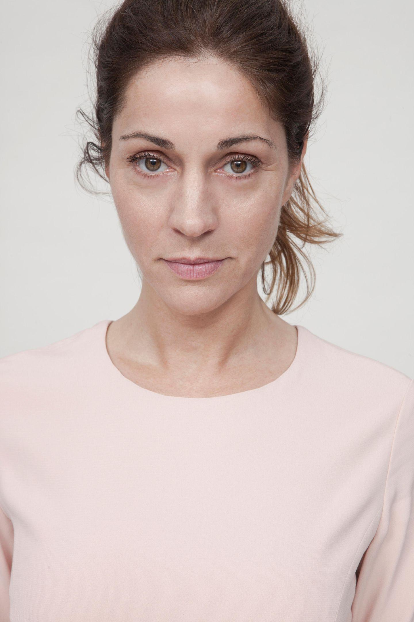 """Ulrike Tscharre trägt den """"Schal fürs Leben"""""""