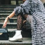 Flache Schuhe: Weiße Boots