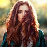 Aurora: Frau mit roten Haareb