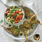 Lammkoteletts mit Sesam-Kurkuma-Kruste und Bohnen-Salat