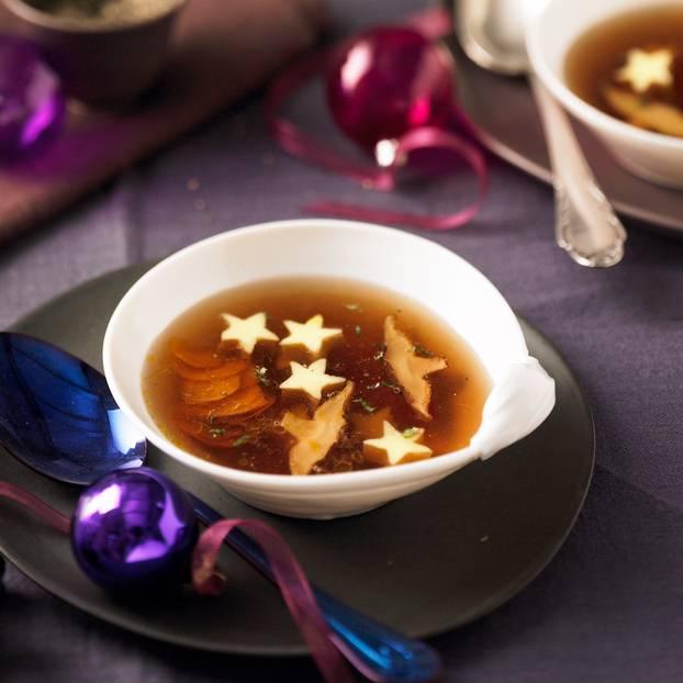 Pilz-Bouillon mit Ei-Sternen