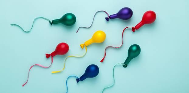 Wie lange überleben Spermien? Ballons mit Bändern in Spermienform
