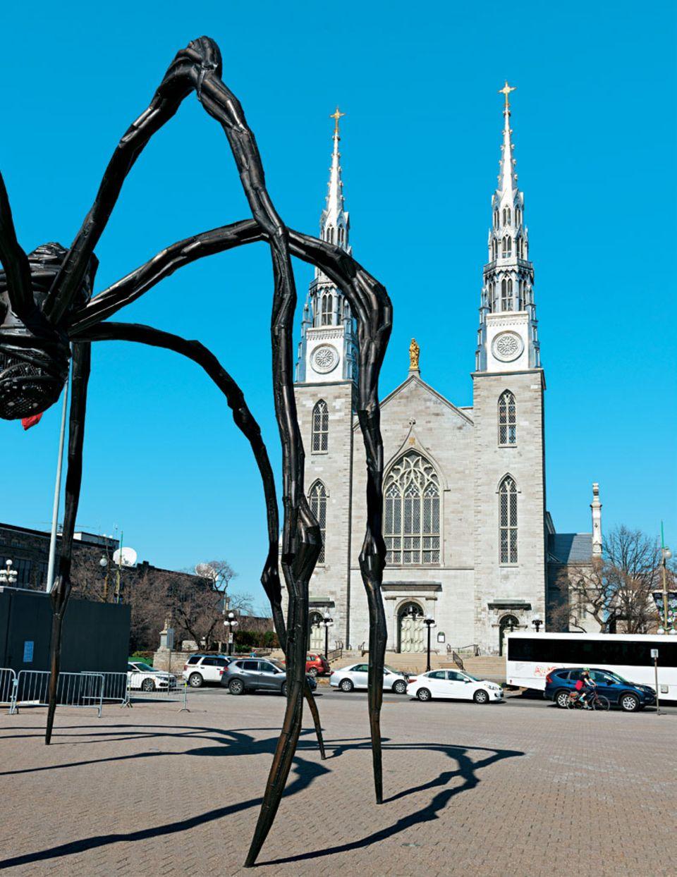 Radreise durch Kanada: Spinnenskulptur