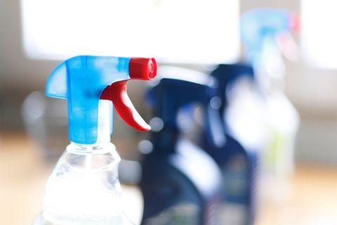 Salmiakgeist: Reinigungsspray in der Sprühflasche