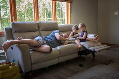 Papas in Aktion: Sofa