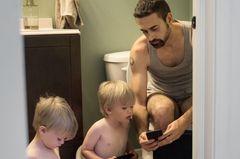 Papas in Aktion: Toilette