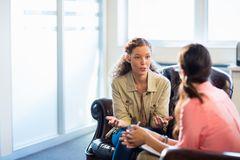 Paartherapie alleine machen: Frau bei einer Therapeutin