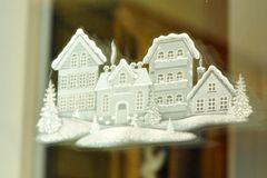 Fensterbilder basteln: Fensterbild mit Häusern