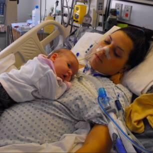 Holly Gerlach: Hier ist sie mit Baby Casey noch im Krankenhaus