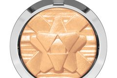 "Neu in den Shops: MAC Extra Dimension Skinfinish ""Oh Darling"""
