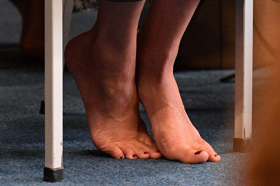 Meghan Markle: Meghan trägt roten Nagellack an den Füßen