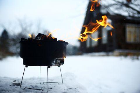 Wintergrillen: Grill im Schnee