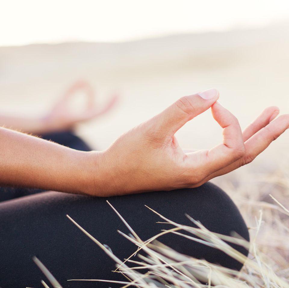 Selbstheilung: Frau meditiert