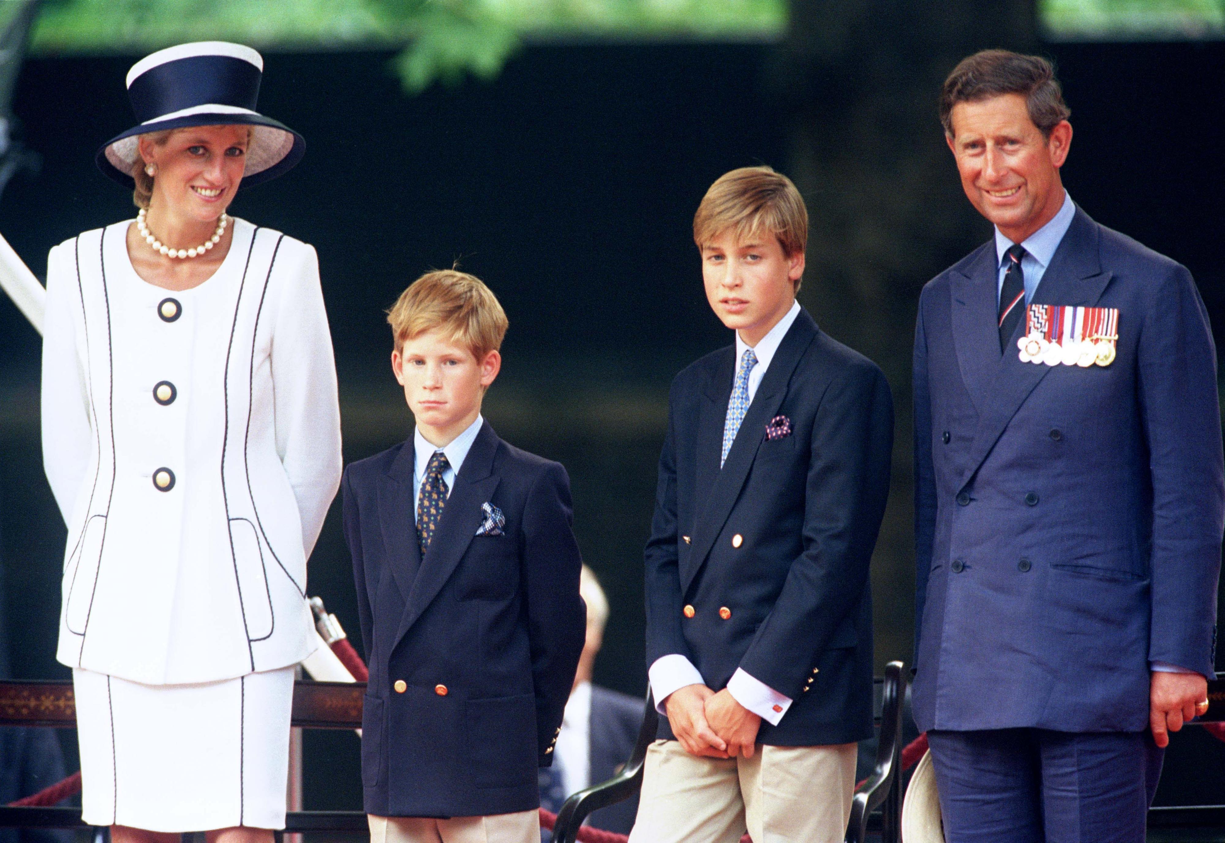 Prinzessin Diana: Warum sie Prinz Harry mehr Liebe gab | BRIGITTE.de