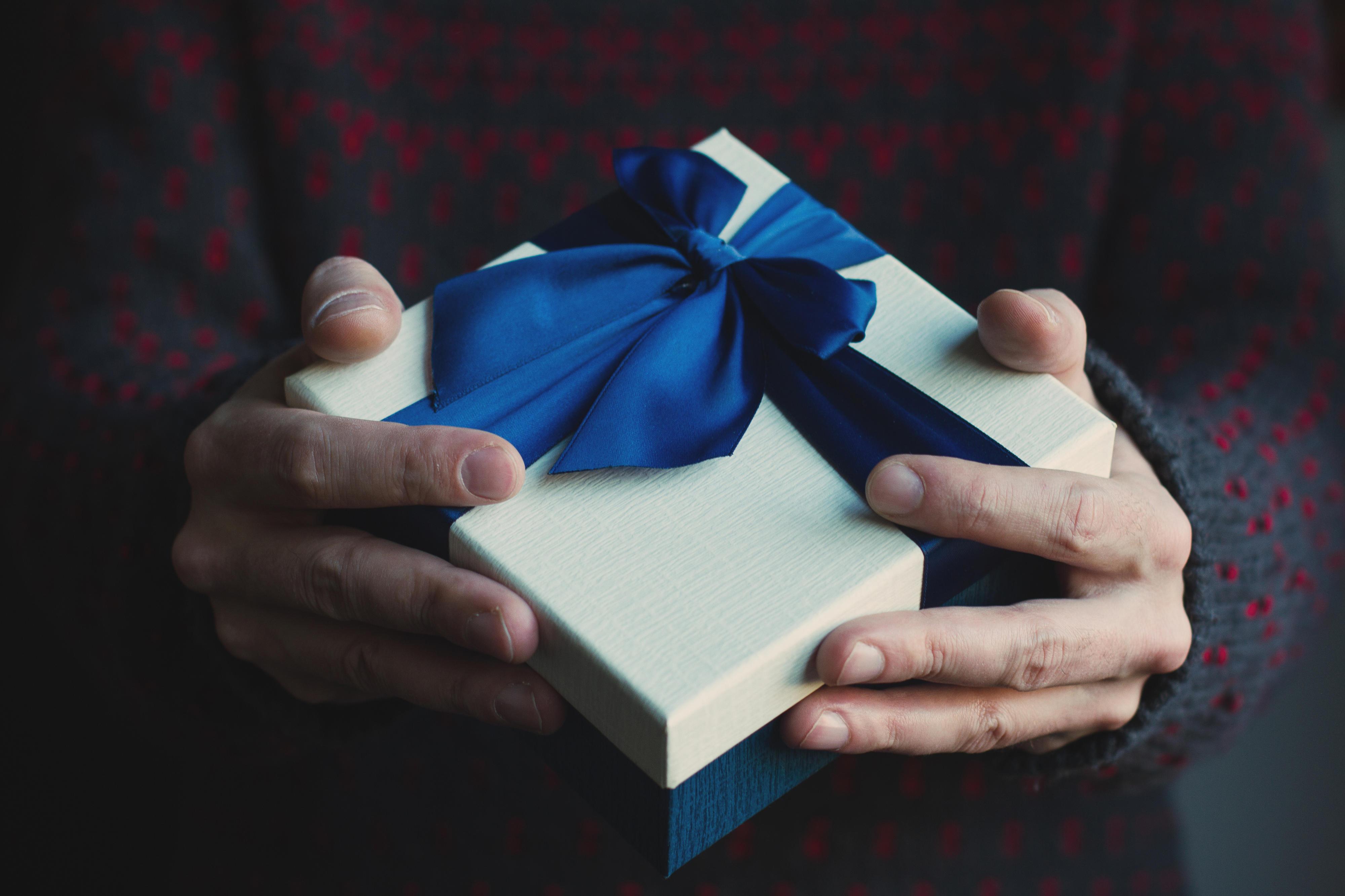 Weihnachtsgeschenk für Opa: Die besten Ideen! | BRIGITTE.de