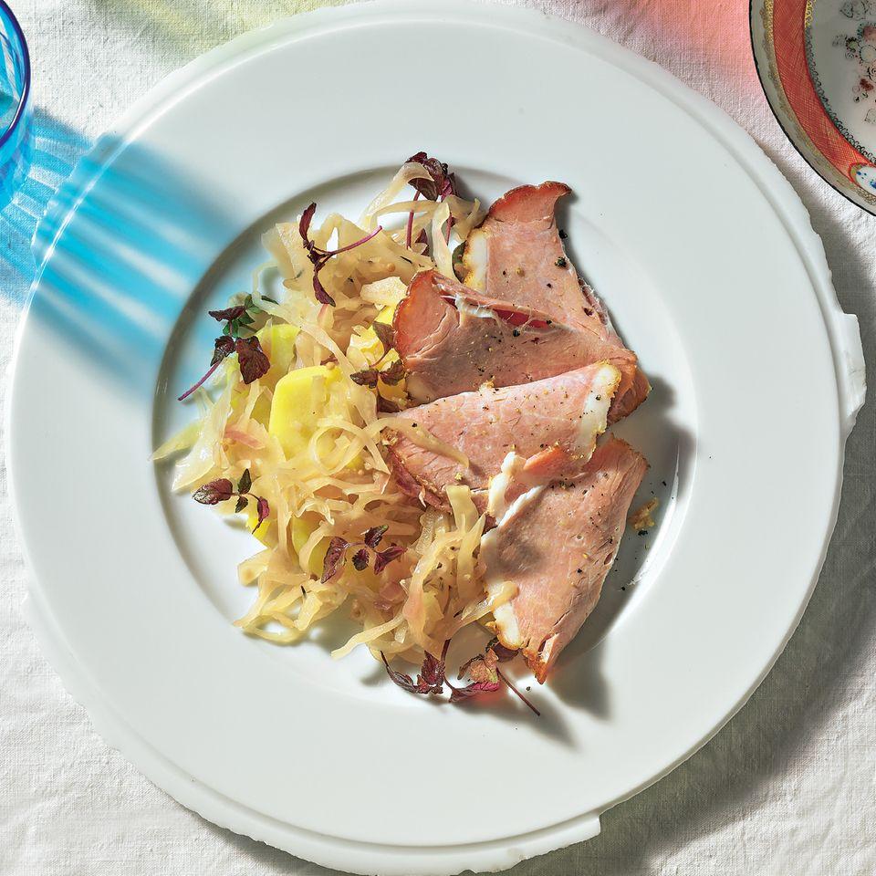 Prager Schinken und Kartoffelsalat mit Weißkohl-Chutney