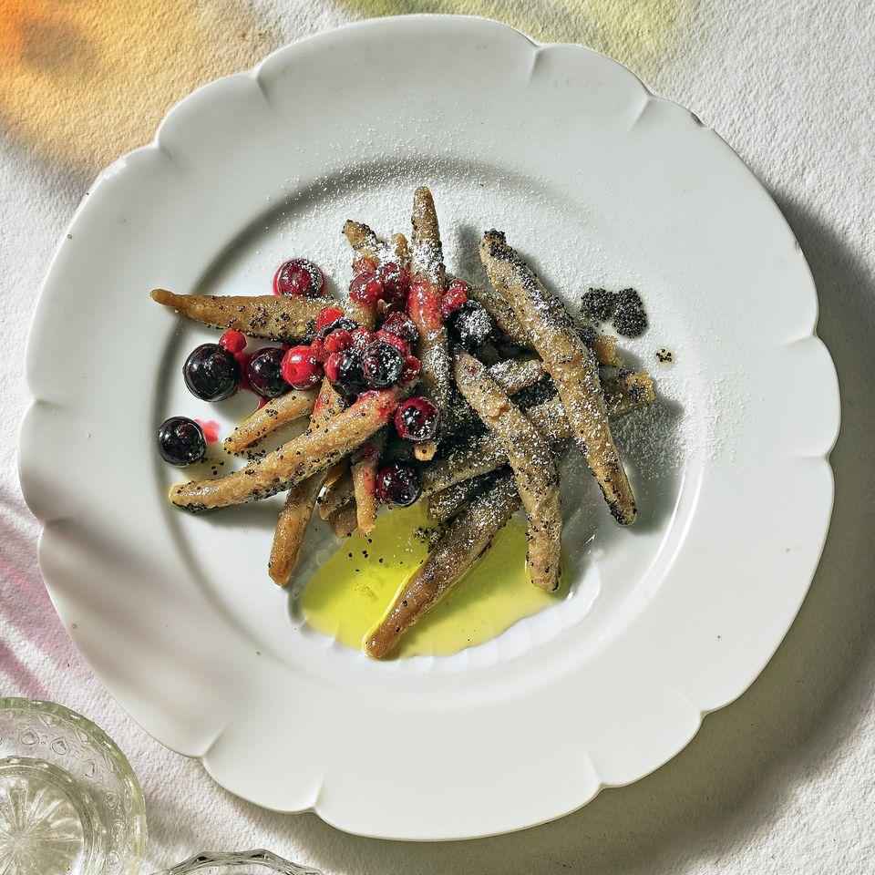 Maronen-Schupfnudeln mit Mohnbutter und Kompott