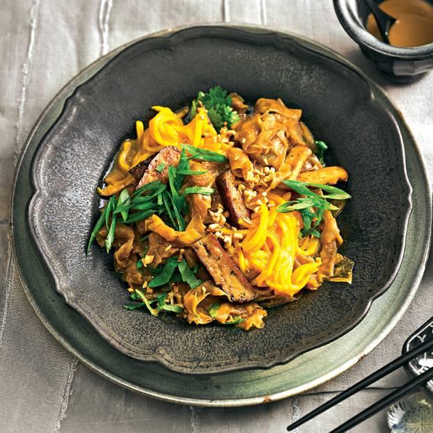 Vietnamesischer Mango-Reispapier-Salat