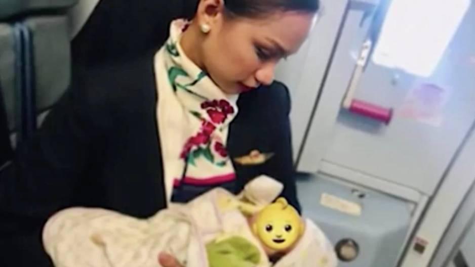 Stewardess bietet eigene Brustmilch an