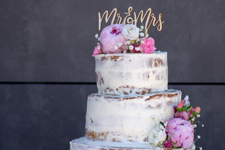Semi-Naked Cake mit Blumen