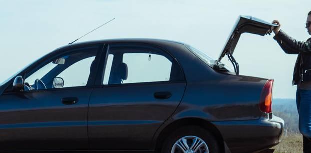 """Mutter """"hielt"""" Baby zwei Jahre lang in Kofferraum: Auto mit offenem Kofferraum"""