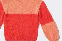 Zweifarbenpulli stricken: Pulli in Koralle und Lachs