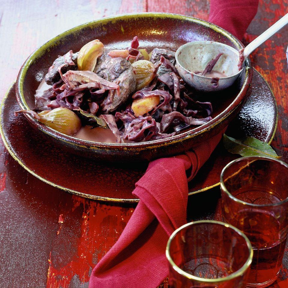 Rotkohleintopf mit Wildfleisch und Ananas