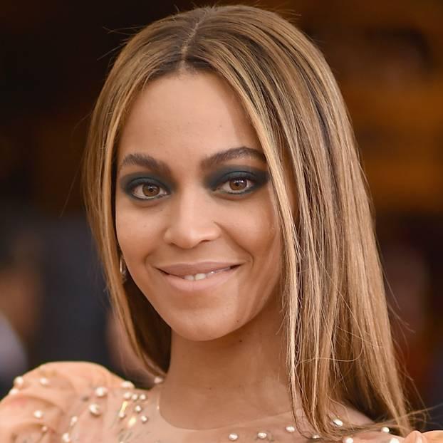 Foundation richtig auftragen: Beyoncé Knowles mit Make-up