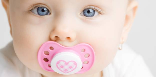 Schnuller: Baby mit Schnuller