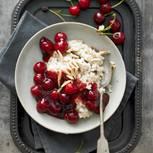 Mandelmilchreis mit Kirschgrütze