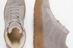 Winterstiefel: Hellgrauer Ankle Boot